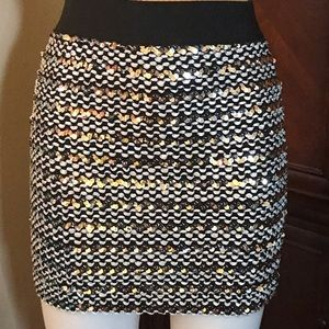 🆕 M USA Silver/Black Sequin Mini Skirt-Large